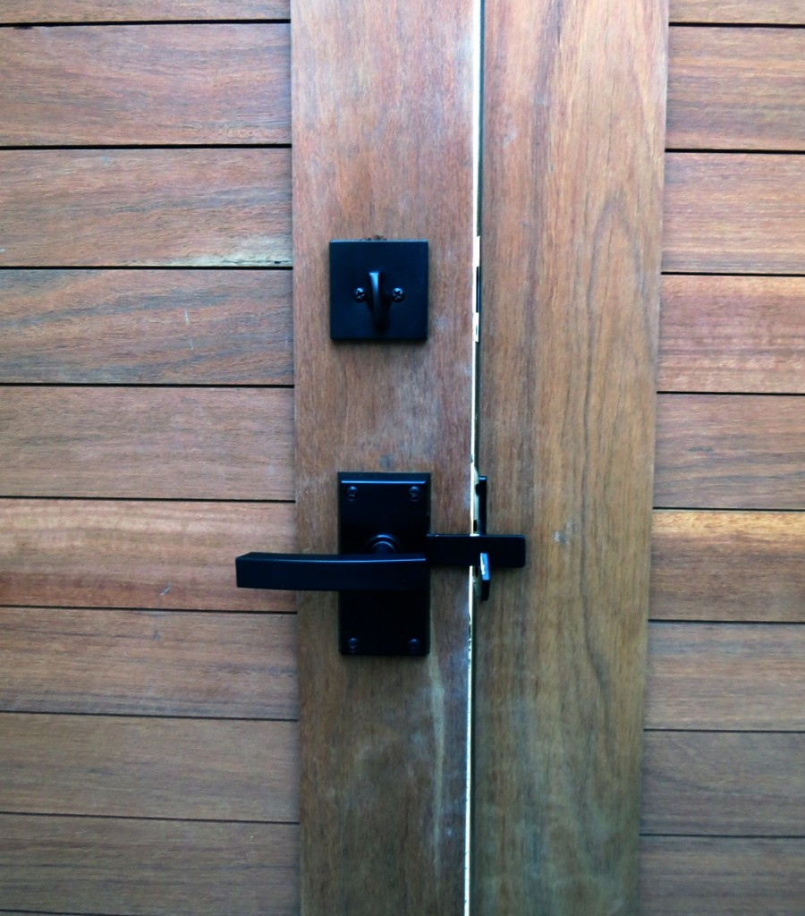 Nero contemporary lever gate latch
